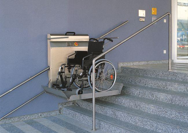 Montacarrozzella per disabili
